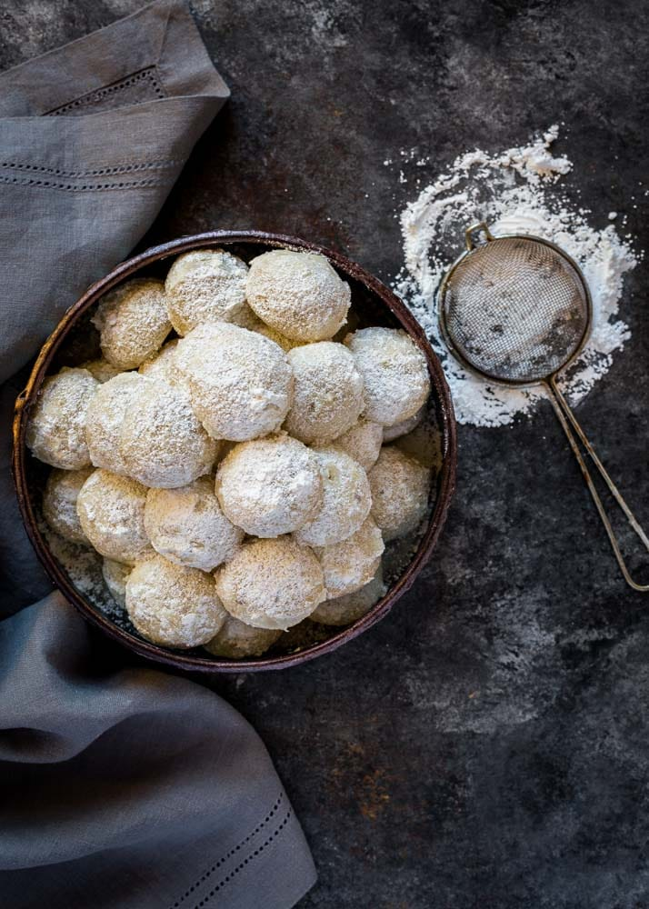 Mexican Wedding Cake Cookies sprinkled with powdered sugar