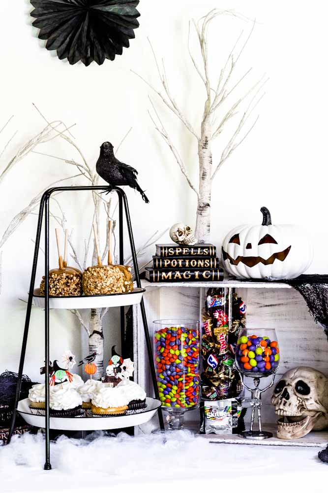 Easy Halloween party dessert table.